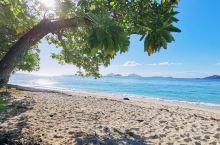 塔底莱岛度假酒店   mana island上除了背包客酒店外基本占据了整个岛最好地域的酒店。 岛的