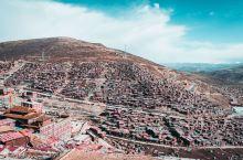 喇荣五明佛学院 世界上最大的藏传佛学院  初闻色达,还以为在印度,因为这名字听着着实不像国内的景点,