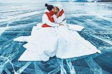 """贝加尔湖蓝冰,真的太美了!  贝加尔湖有""""西伯利亚明珠""""之称,联合国教科文组织于1996年将贝加尔湖"""