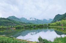石泉后柳水乡 ,有着江南水乡的韵味,不是江南却胜似江南。莲花湖畔,三面环水;湖水清澈,植被茂盛;清风