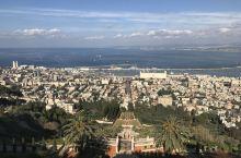 """巴哈伊花园位于以色列第三大城市—美丽的沿海山城海法。 巴哈伊花园依山而建,背靠有""""上帝之山""""盛名的卡"""