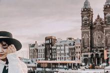 孕育阿姆斯特丹性感与自然的神奇运河 提到阿姆斯特丹,大家脑海中一定想到的是性感与释放,但奇怪的是阿姆