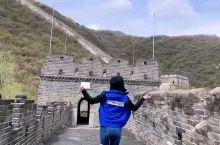 打卡慕田峪长城一日游 ①慕田峪长城位于北京怀柔区,属于北京东北郊区,四周山水围绕,海拔也比市区高,所