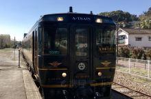 """特急「A列車で行こう」""""坐A列车去吧"""" 熊本与三角,是""""坐A列车去吧""""的固定行驶区间。以爵士乐曲命名"""