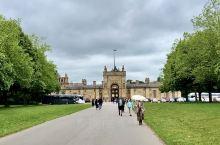 离开牛津12公里的丘吉尔庄园Blenheim Palace 是因为1st Duke of Marlb