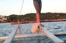 菲律賓長灘島最好玩的海上活動,坐八爪船乘風破浪,只是無風時,船可會罷工不動,那時,就能體會,等風的日