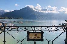 阿尔卑斯山的阳台,欧洲十大最美小镇—-安纳西,地方不大,大半天就可以走完。阳光明媚的日子里,湖光山色