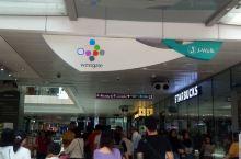 westgate shopping mall在jurong east mrt的附近,从地铁出来沿着指
