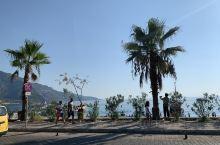 土耳其死海海滩,悠闲下午茶,看看滑翔伞