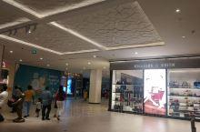 科伦坡新开的高档商场One Galle Face,豪华高档,品牌真比其他的商场多一些,有些国际范儿啦