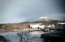 阿寒湖的新阿寒湖酒店,这里的空中花园温泉特别好,可以一览阿寒湖全景
