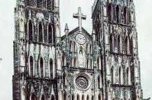 河內地标,1886年法国殖民统治時期待建造的河內大教堂原型是按巴黎聖母院设计的,巴黎聖母院去年燒毁了