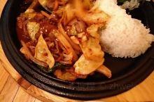韩国炸鸡啤酒店 现在特殊时期 店里只能允许同时十个人 没得选择 这家还有位子 好在味道不错 炸鸡选了