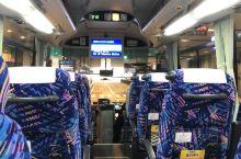 从大阪去香川县乘巴士是一个不错的选择,费用低不转车,大行行李可放在车箱下的行李仓,还可一路看窗外的景