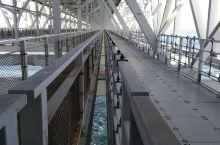 位於日本四国德島縣鳴门公園鸣门大橋內久涡之道,可腑覽海中上漩涡,極度壯观,绝对值得一看。