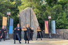 """奥兰多环球影城 哈利波特魔法世界之合唱团 哈利波特园分在环球影城的主园和冒险岛上,中间通过连接""""霍格"""