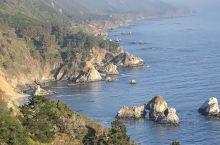 大苏尔是加利福尼亚州中部海岸崎岖的延伸,位于卡梅尔和圣西蒙之间。东临圣卢西亚山脉(Santa Luc