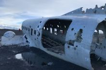 冰岛迫降在沙滩上的美军飞机