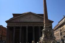 万神殿是完整保存至今唯一的一座罗马帝国时期建筑,始建于公元前27-25年,由罗马帝国首任皇帝屋大维的