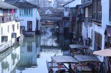地点介绍:朱家角镇,隶属于上海市青浦区,上海第一古镇,虽然远离市区但是交通很方便,很多公交车都到朱家