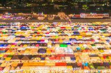 曼谷最上镜最好吃的夜市看这里!附拍照机位和必吃美食  拉差达夜市又名新火车夜市,位处商圈繁荣的拉差达