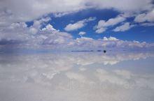 玻利维亚的乌尤尼盐湖雨季时景色,称为天空之镜,这是Ⅰ9年2月20日拍摄的,很奇幻的景色。