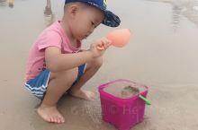 五一假期 以为人会很多呢 我们是3号去的 没有想象的那么多人 海水干净 今天是阴天很适合海边玩  免