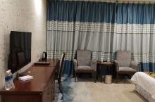 尚源酒店的房间宽敞,卫生做得到位,是一客一换的,整洁干净,服务热情,全打五分好评。 下次还来,我看了