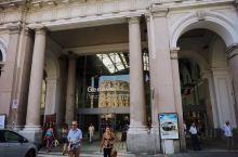 意大利第一站:Genoa(热那亚)。傍晚抵达之后就到处逛逛,最特别的就是Piazza de Ferr