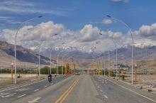 喀喇昆仑公路(Karakoram Highway,简称KKH),北起中国新疆喀什(Kash),穿越喀