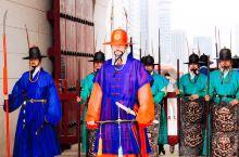 如北京故宫一样,这是韩国首尔必打卡的景福宫。 景福宫是首尔规模最大、最古老的宫殿之一,是韩国封建社会