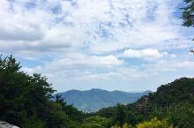 登顶韩国冠岳山  冠岳山是首尔南部的一座高山,海拔蛮高的。  除却自然环境优美以外,登高远眺,望万