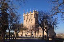 阿尔卡萨城堡——迪士尼乐园《白雪公主》城堡原型—、里面发生了太多的浪漫故事~