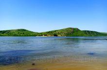 锡林郭勒盟多伦湖,当地人说今年雨水足,所以草场丰茂,的确如此。多伦湖景区购票后可以开车游玩,围湖大概