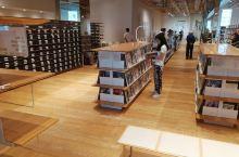 日本好干净和安静的图书馆。真的很想在这里呆一天。