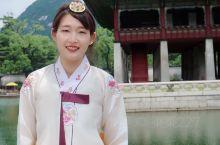 滴,第二次穿着韩服逛景福宫啦,选了颜色鲜艳的黄色半裙,上衣配了白色,拍照片的时候果然还是鲜艳的颜色更