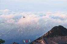 五月的泰山不算旅游旺季也不算淡季,在北方如今如此的环境里,夜爬登顶后看到如此日出和云海,觉得这个月的