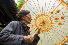 腾冲油低伞——边地文化之旅        腾冲县固东镇荥阳油纸伞,至今已历200多年的历史。纸撑人家