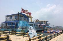 和厦门距离半个多小时船程的浯屿岛,曾经是驻军把守的对台前沿阵地,现在和平年代开发了海岛游,值得去哈。