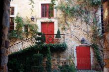 门。This photo reflects the romance of the French.