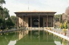 我们在伊朗的十天里停留在伊斯法罕的时间最长,因为那里有很多波斯帝国时期著名的建筑,