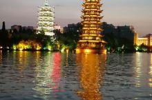 在桂林市内,二江四湖中,我去了日月双塔公园和象山公园。从北辰立交桥站上K99路到象山公园下车即到。可