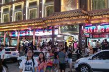 西宁市莫家街,网红小吃街,古老热闹的老街,没有之一。 七八月游客接踵摩肩 热闹非凡 美食处处都是 马