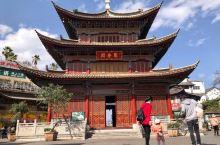 巜云南玉溪通海印象》 图一:通海县城人气最旺的地方是以聚奎阁为中心的古街巷,聚奎阁位于通海县城的中央