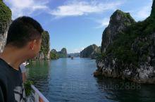 世界八大自然遗产之一,又见下龙湾,海上桂林,青山依旧碧水荡漾,美景使人陶醉,船上有两小时的游览,看美