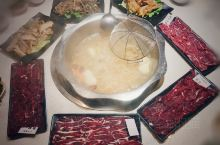 一次性吃齐一头牛  潮汕现切牛肉火锅这两年很流行,因其口感好,滋补又养生。不同的部位味道完全不一样,