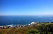 开普敦的信号山是开普敦海旁一处高耸的山峰,这里的视野非常的开阔,可以眺望浩瀚的大西洋,以及开普敦市区