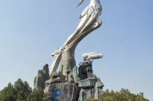 我们到了河南省周口市西华县女娲补天雕像下观赏,