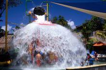 巴厘岛与孩子一起做的6件趣事(一)  1玩转Waterbom水上乐园  在巴厘岛海滩不是唯一的选择,
