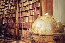 维也纳有什么?有我前几十年想听的一场音乐会,和世界上最美的图书馆。 上午10点的维也纳还没有彻底被时